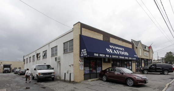293-295 Robbins Ln, Syosset Industrial/Retail Space For Lease