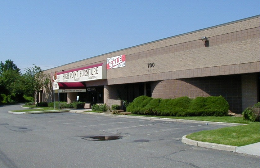 700 Broadhollow Rd, Farmingdale-01